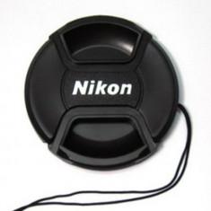 Capac obiectiv 77mm pentru obiective Nikon cu snur de prindere.