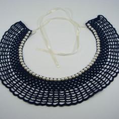 Guler crosetat manual de dama albastru cu perle albe sidefate Buticcochet - Colier fashion