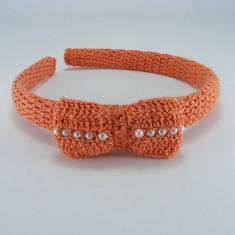 Cordeluta portocalie cu fundita si bilute albe de dama crosetata manual Buticcochet - Coronita