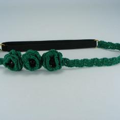 Bentita elastica verde cu flori si perle negre de dama crosetata manual Buticcochet - Coronita