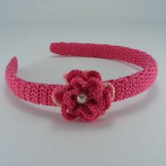 Cordeluta roz bonbon cu floare si perla alba de dama crosetata manual Buticcochet - Coronita