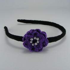 Cordeluta neagra cu floare mov si bilute albe de dama crosetata manual Buticcochet - Coronita
