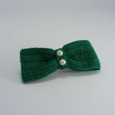 Clama de par cu funda verde si perle albe de dama crosetata manual Buticcochet