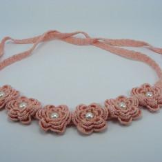 Brau roz pal cu flori si perle albe de dama crosetat manual Buticcochet - Curea Dama