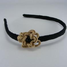 Cordeluta neagra cu floare bej si perla neagra de dama crosetata manual Buticcochet - Coronita