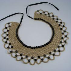 Guler crosetat manual de dama bej cu perle negre Buticcochet - Colier fashion