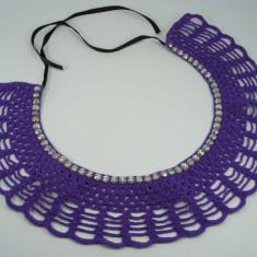 Guler crosetat manual de dama mov cu strasuri multicolore Buticcochet - Colier fashion