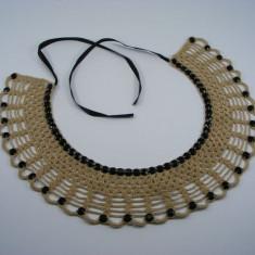Guler crosetat manual de dama bej cu pietre negre Buticcochet - Colier fashion
