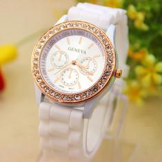 Ceas dama GENEVA curea silicon alba cristale cadran auriu + cutie cadou, Fashion, Quartz, Otel, Analog