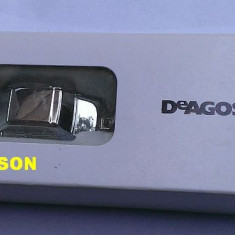 Breloc metalic - macheta Dacia 1300 de la DeAgostini nou, in cutia originala - Macheta auto, 1:100