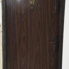 Usa metalica apartament MACO