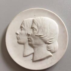 MEISSEN MEDALIE PORTELAN 8 CM, Europa, An: 1990
