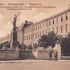 SIBIU SCOALA MILITARA DE INFANTERIE CU MONUMENTUL EROILOR CIRC. NOV. *927 - Carte Postala Transilvania dupa 1918, Circulata, Printata