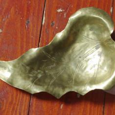 Scrumiera deosebita din Alama model in forma de frunza cu marcaj - Made in Italy