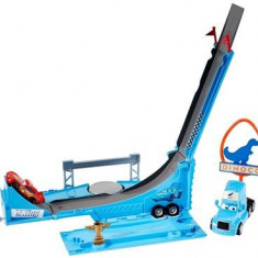 Jucarie Disney Cars Drop And Jump Gray Transporter Playset - Masinuta electrica copii