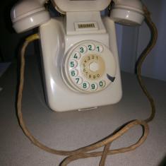 Telefon vechi, vintage, francez, cu disc, din ebonita, pentru perete