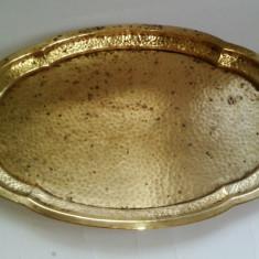 Tava ovala realizata din alama martelata, veche, inceput de secol XX - Arta din Metal