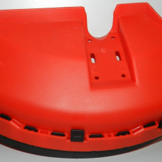 Carcasa protectie motocoasa cu suport prindere + cutit taiere fir - CHINA