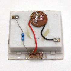 Generator lumina RGB alimentat cu 3 baterii AA(447)