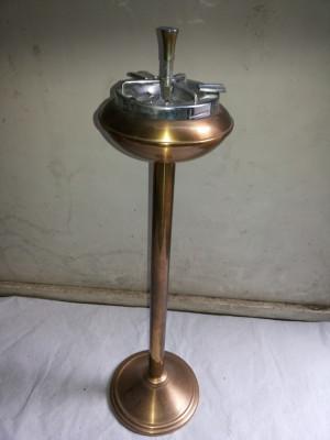 Scrumiera veche ,automata,cu picior,belgiana foto