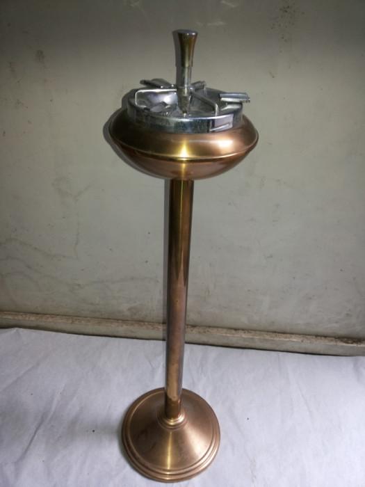 Scrumiera veche ,automata,cu picior,belgiana