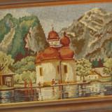 Tablou cu rama din lemn - Goblen peisaj de munte cu biserica langa apa / lac !!!