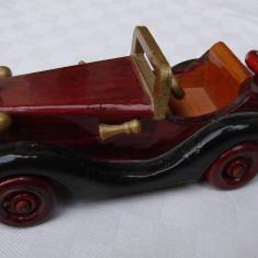 Frumoasa masina din lemn