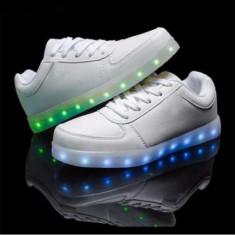 Pantofi sport albi unisex cu Leduri Led 7 culori 4 moduri flash, 39, 42 - 44, Alb, Piele sintetica