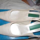 Pantofi de dama eleganti, piele, alb-crem, inaltime toc 6 cm., marime 36-37