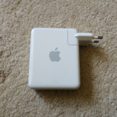 Router Apple model A1088 Airport Express Base Station 802.11b/g Wi-Fi - Router wireless Apple, Port USB, Porturi LAN: 1