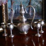 Set carafa cu 4 paharele Art Nouveau cu motive orientale gravate manual.
