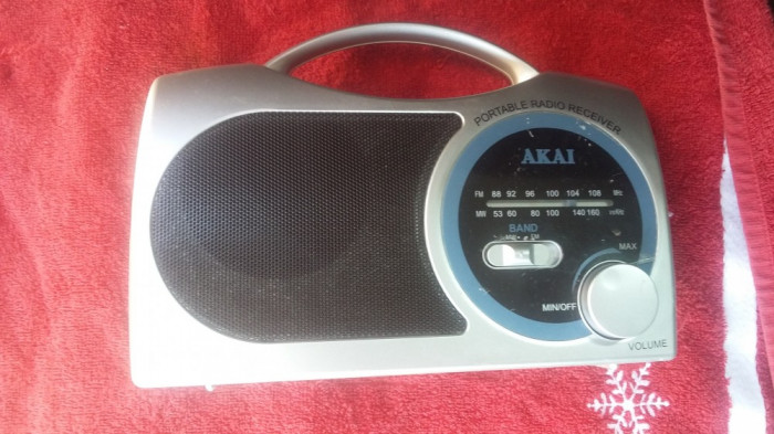 RADIO   AKAI ELE10321 ,CU PROBLEME DE FUNCTIONARE !