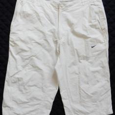Pantaloni ¾ Nike; marime 36: 95 cm talie, 71 cm lungime, 45 cm lungime crac - Bermude barbati, Culoare: Din imagine