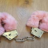 Catuse cu puf roz - 45 lei