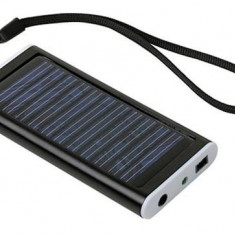 Incarcator solar universal pentru telefon