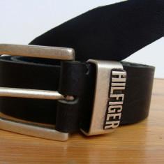 Curea TOMMY HILFIGER din piele naturala th3 - Curea Barbati Tommy Hilfiger, Marime: 100cm, 105cm, 110cm, 115cm, 120cm, 125cm, Culoare: Negru, curea si catarama