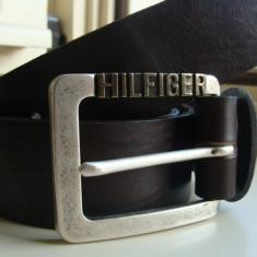 Curea TOMMY HILFIGER din piele naturala - Curea Barbati Tommy Hilfiger, Marime: 100cm, 105cm, 110cm, 115cm, 120cm, 125cm, 130cm, Culoare: Negru, curea si catarama