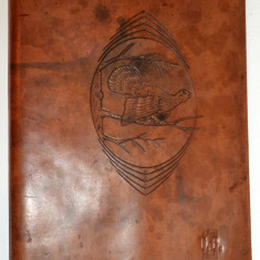 Mapa veche din piele naturala gravata manual - motive vanatoresti - art deco