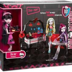 Papusa Mattel Monster High- Draculaura + mobilier
