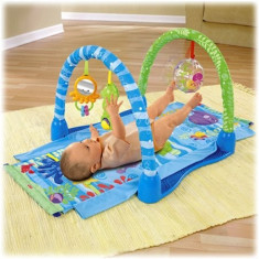 Centru activitati Ocean Wonders Kick & Crawl Gym Fisher-Price - Tarc de joaca