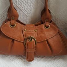 Frumoasa geanta Coccinelle culoare camel