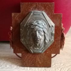 POSTAMENT VECHI DE PERETE DIN LEMN CU APLICA DIN BRONZ CHIP ISUS CRISTOS - Crucifix