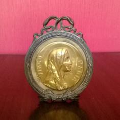 ICONITA VECHE DIN ALAMA FECIOARA MARIA FORMA MEDALION CU RAMA DIN ANTIMONIU - Icoana din metal