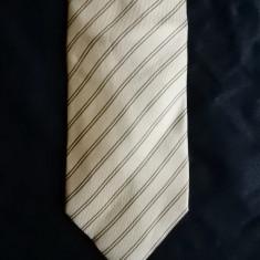 Cravata Hugo Boss Made in Italy; 100% matase; 143 cm lungime;impecabila, ca noua, Culoare: Din imagine