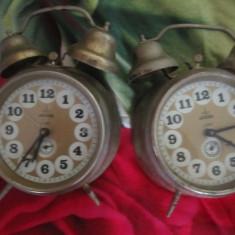 Ceas de masa lot 2 buc defecte aradora dar complete nu cred ca au defecte mari