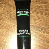 Masca neagra pentru curatarea tenului !