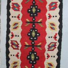 Covor 69X33 cm, tesut cu motive folclorice; Carpeta din lana; Covoras - Covor vechi