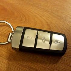 Carcasa cheie smart VW Passat B6 3 butoane originala - 149 lei