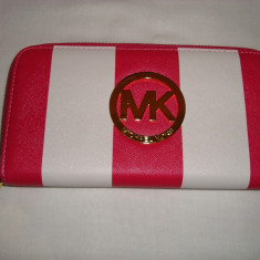 Portofel, portmoneu dama MK roz mat cu alb in dungi, 1 fermoar, model deosebit - Portofel Dama Michael Kors, Culoare: Din imagine, Cu fermoar