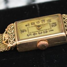 Deosebit ceas mecanic dama, realizat in stil Art- Deco, filigran, placat cu aur - Ceas de mana